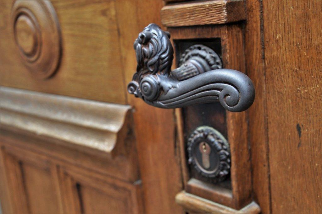 Quelles attitudes adopter lors de la visite d'une maison à vendre ?